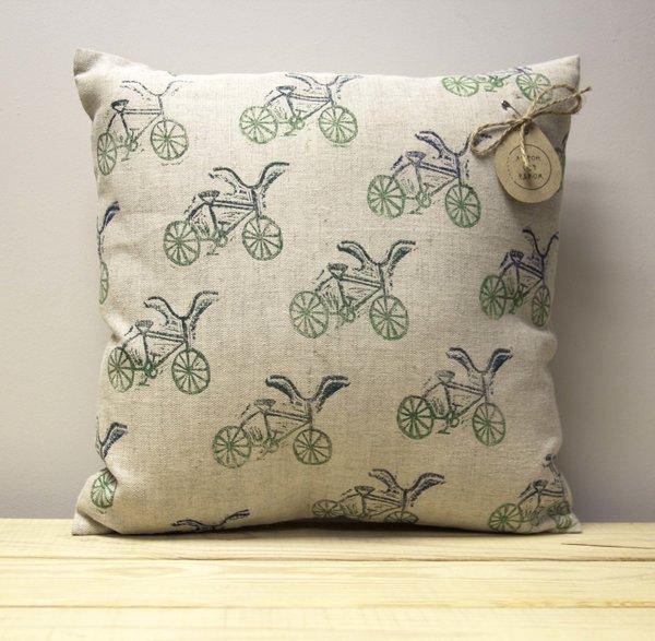Подушка с линогравюрой